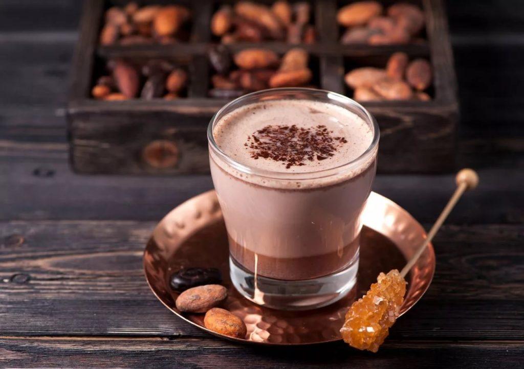 Большое количество осадка после заваривания, остается в напитке какао, который производился с нарушением технологии производства или из бобов низкого качества.